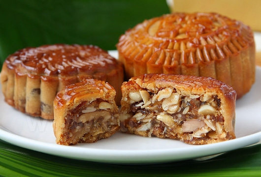 The moon cake is a kind of cookie with various fillings, including nuts, sugar, sesame, ham, egg yolk, etc