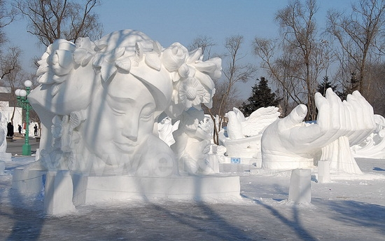 Snow Carving at Sun Island 33